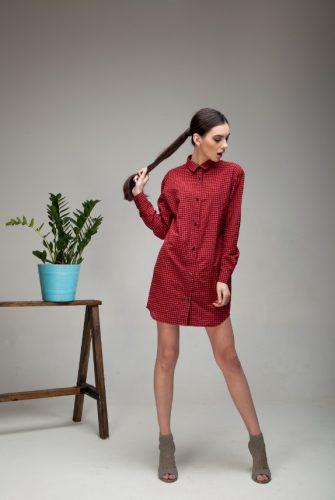 Платье-рубашка в клетку красного цвета