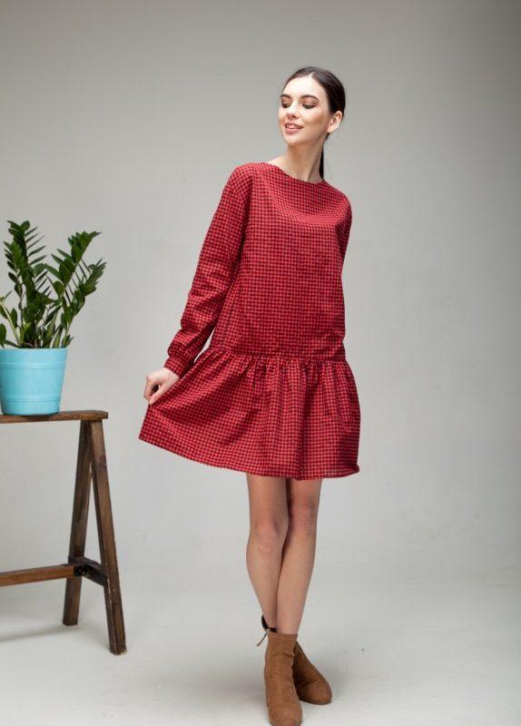 Платье с воланом в клетку красного цвета
