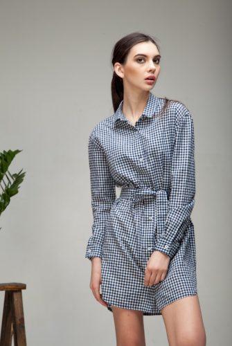 Платье-рубашка в клетку белого цвета