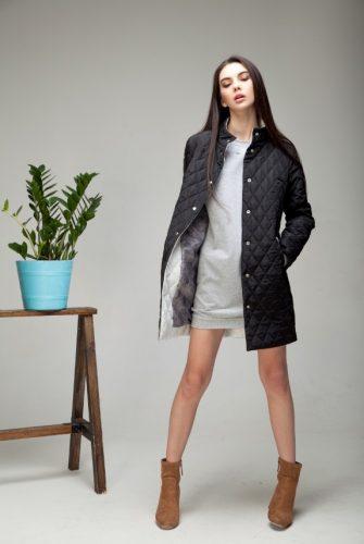 Куртка облегченная миди черного цвета