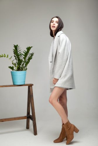 Пальто с накладными карманами мраморного цвета