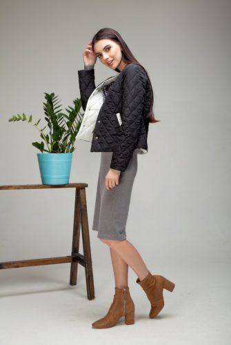 Куртка облегченная короткая черного цвета