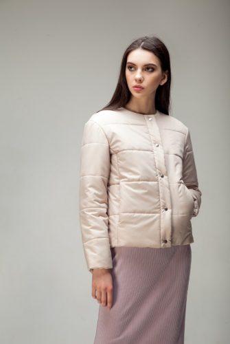 Куртка стеганая короткая песочного цвета