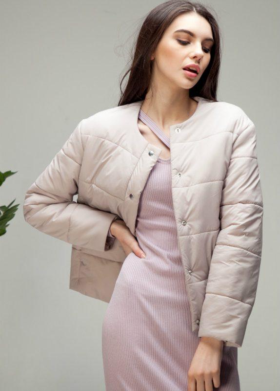 Куртка стеганая короткая миндального цвета