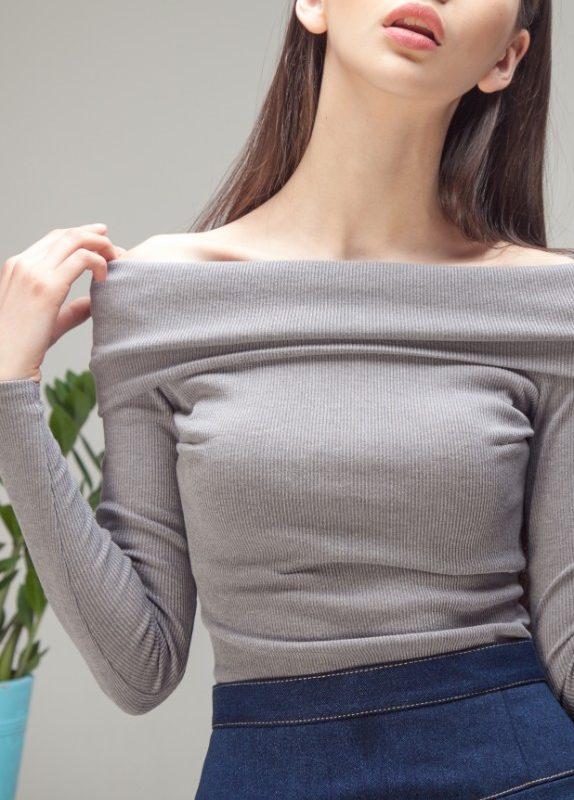 Кофта с открытыми плечами