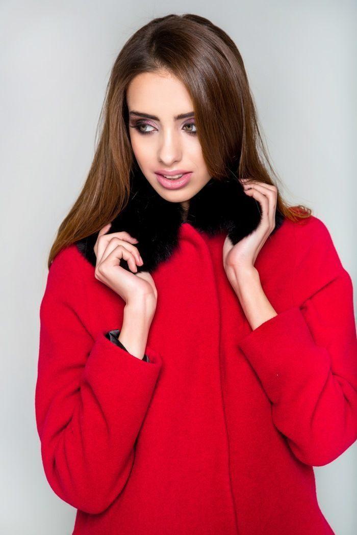 Пальто с меховым воротником из песца красное - THE LACE