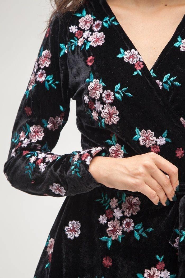 Платье из бархата с цветной вышивкой - THE LACE
