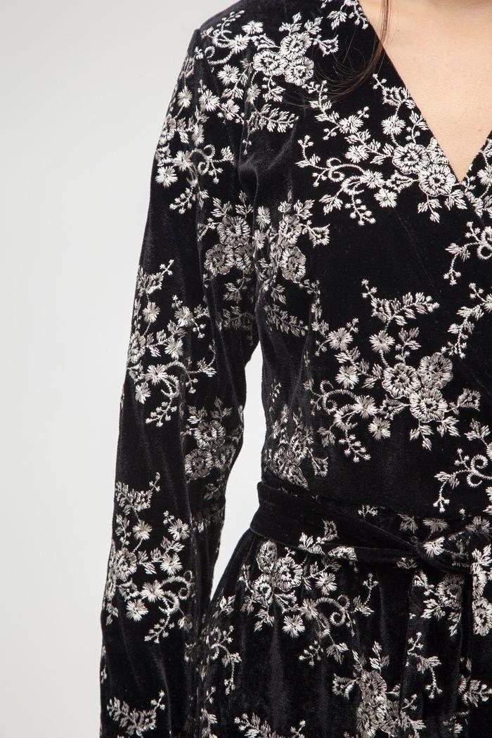 Платье из бархата с однотонной вышивкой - THE LACE