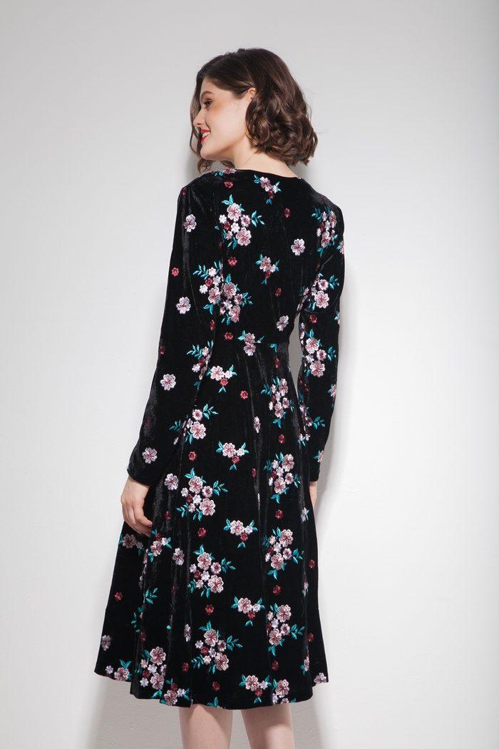 Платье миди из бархата с цветной вышивкой - THE LACE
