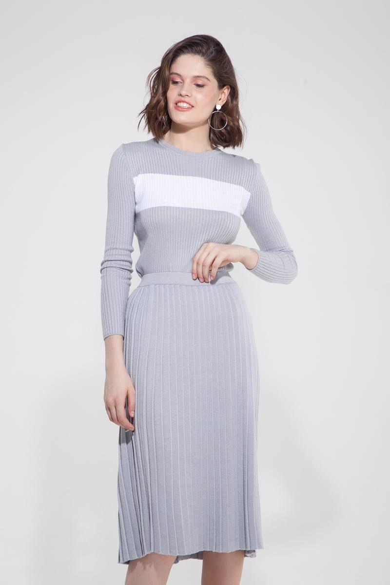 Костюм трикотажный из свитера с полоской и юбки плиссе жемчужный - THE LACE