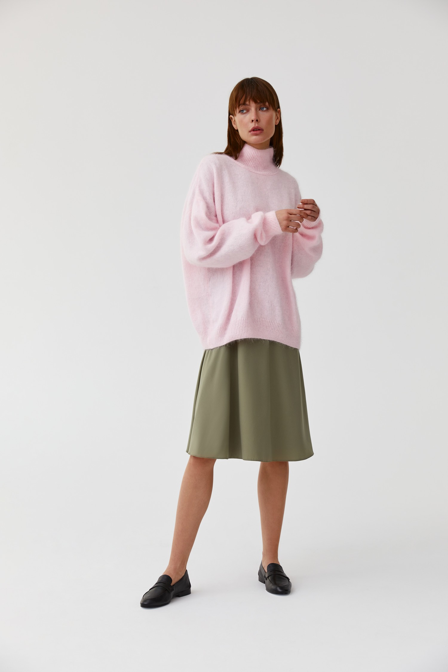 Объемный свитер из ангоры пудровый - THE LACE