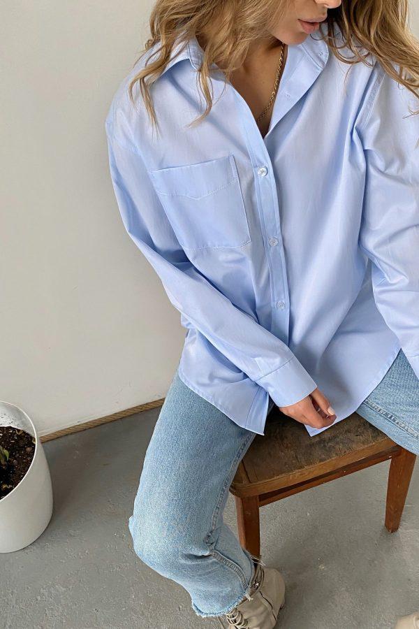 Рубашка оверсайз с накладным карманом голубая - THE LACE
