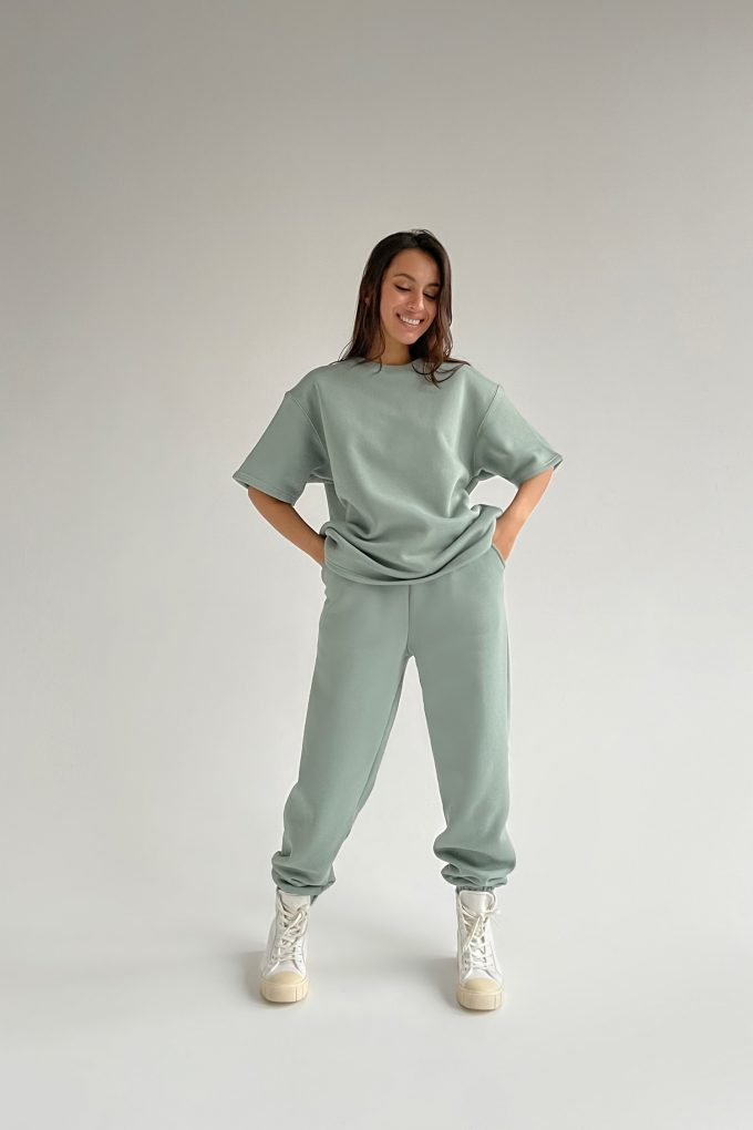 Костюм со спортивными брюками и футболкой mint - THE LACE