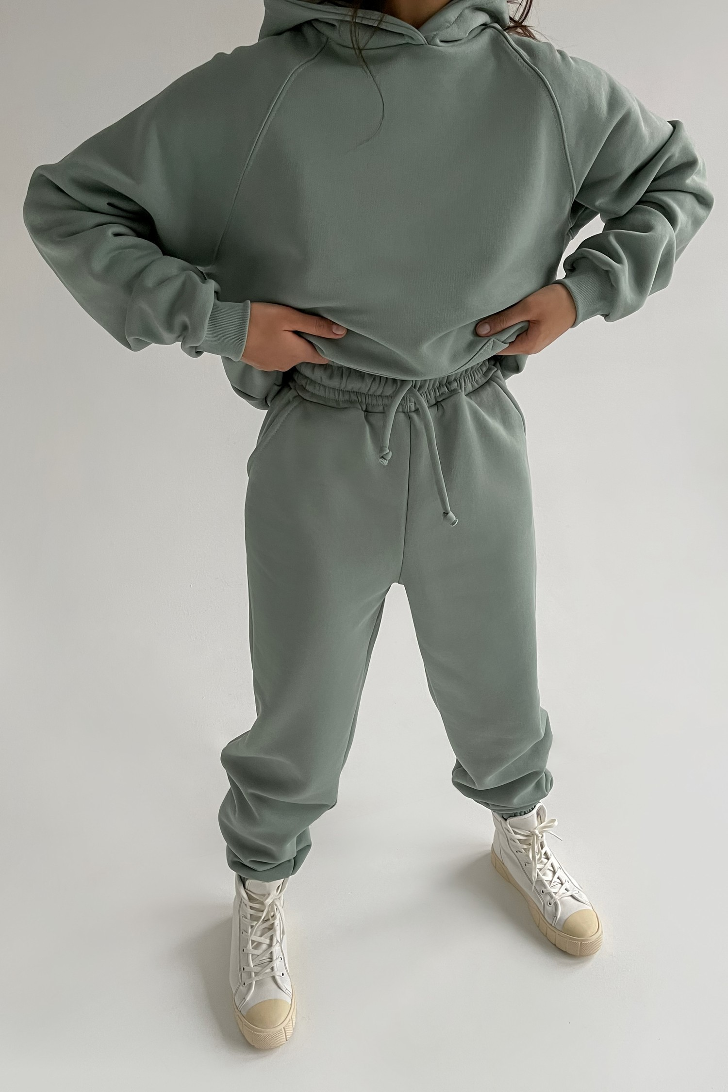 Костюм со спортивными брюками и свитшотом mint - THE LACE