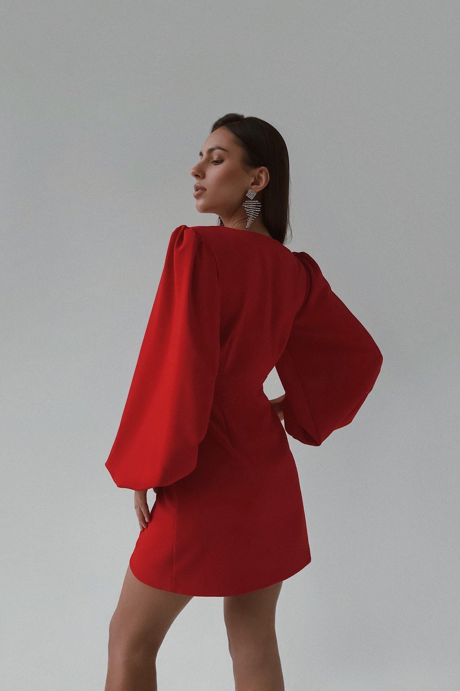 Платье мини с объемным рукавом красное - THE LACE