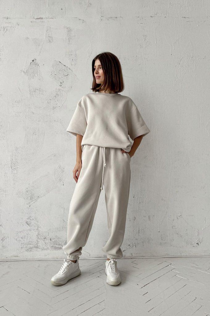 Костюм со спортивными брюками и футболкой milk - THE LACE