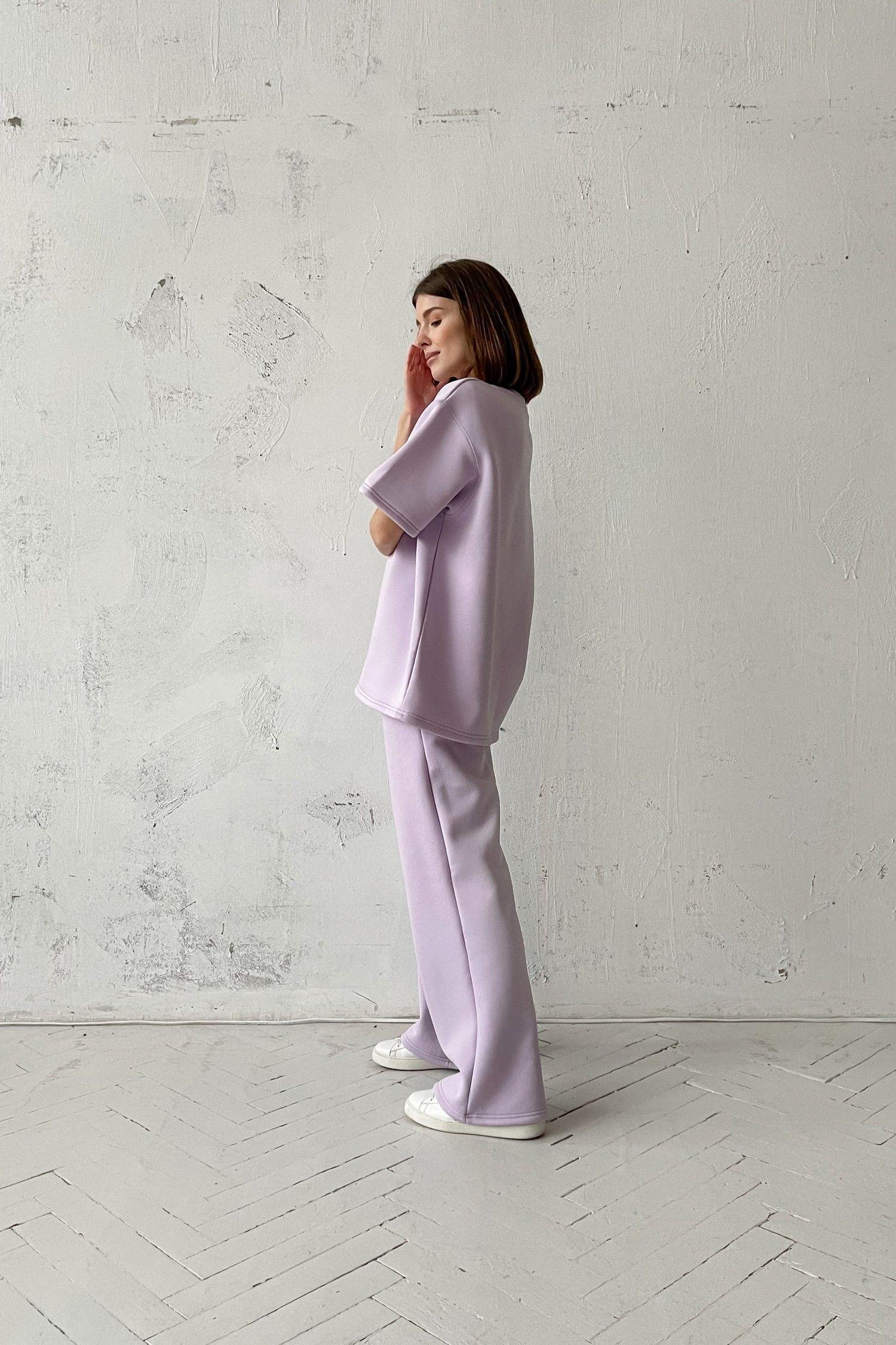 Костюм с брюками прямого кроя и футболкой violet - THE LACE