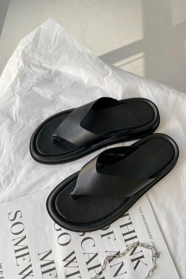 Черные кожаные вьетнамки - THE LACE