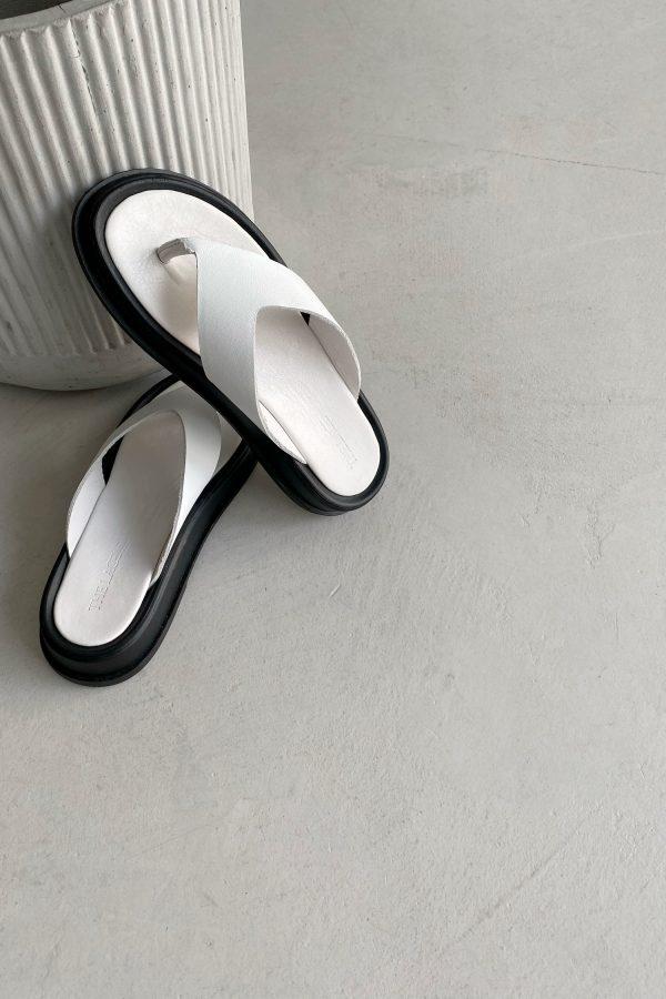 Белые кожаные вьетнамки - THE LACE