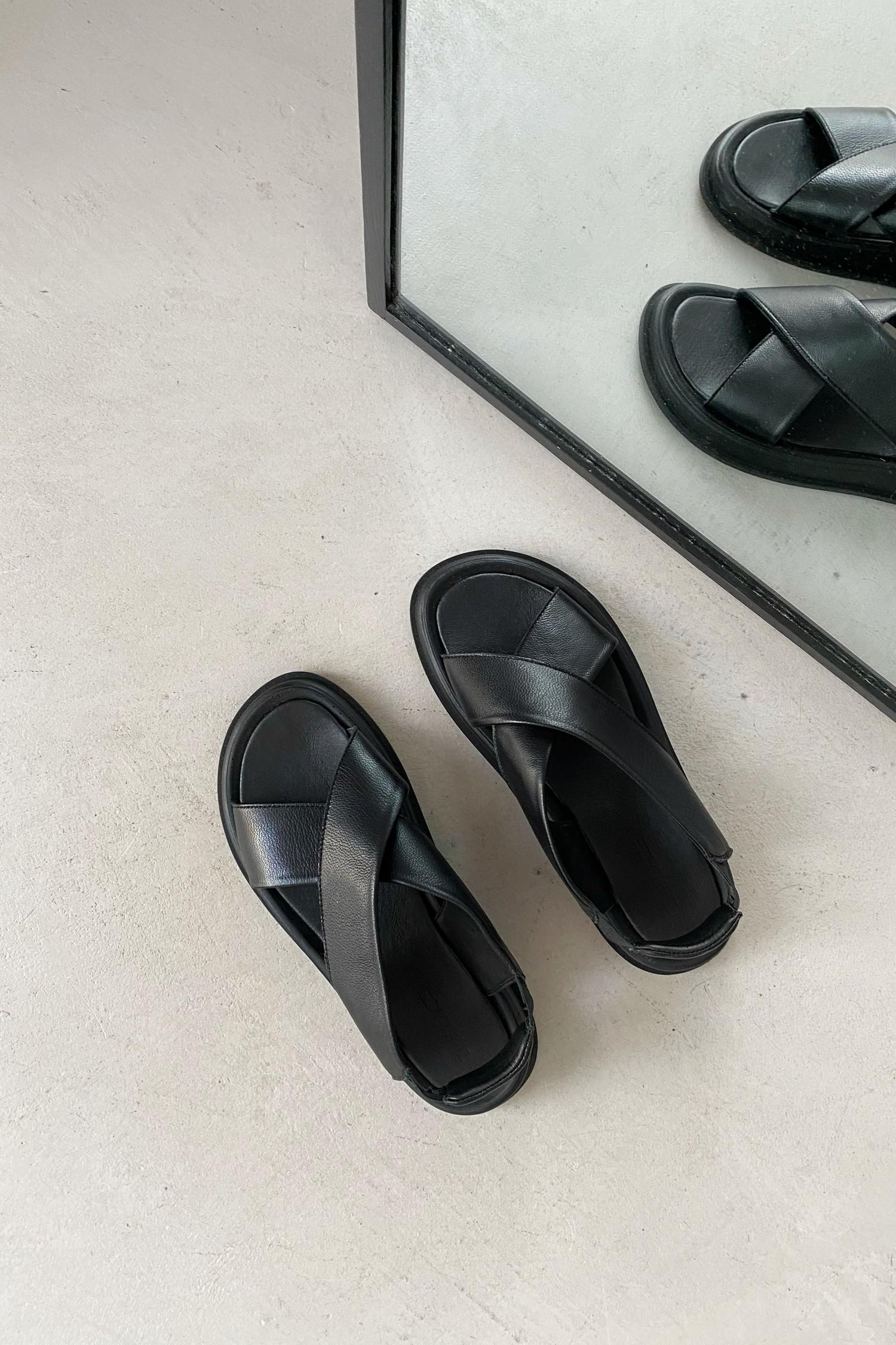 Черные кожаные сандалии - THE LACE