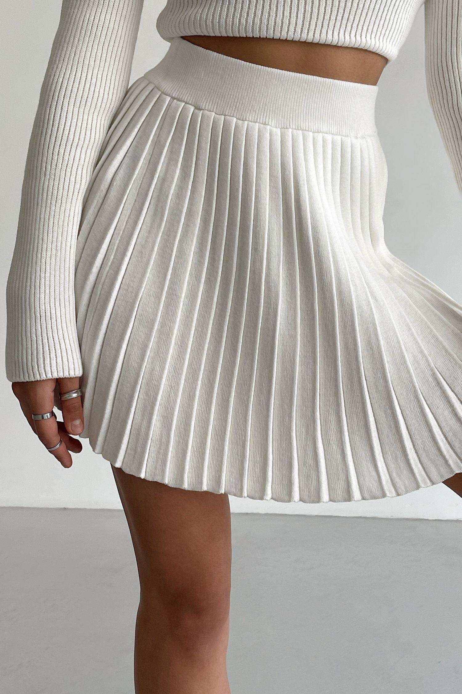 Трикотажная юбка мини плиссе молочная