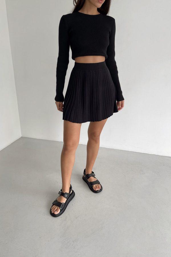 Трикотажная юбка мини плиссе черная