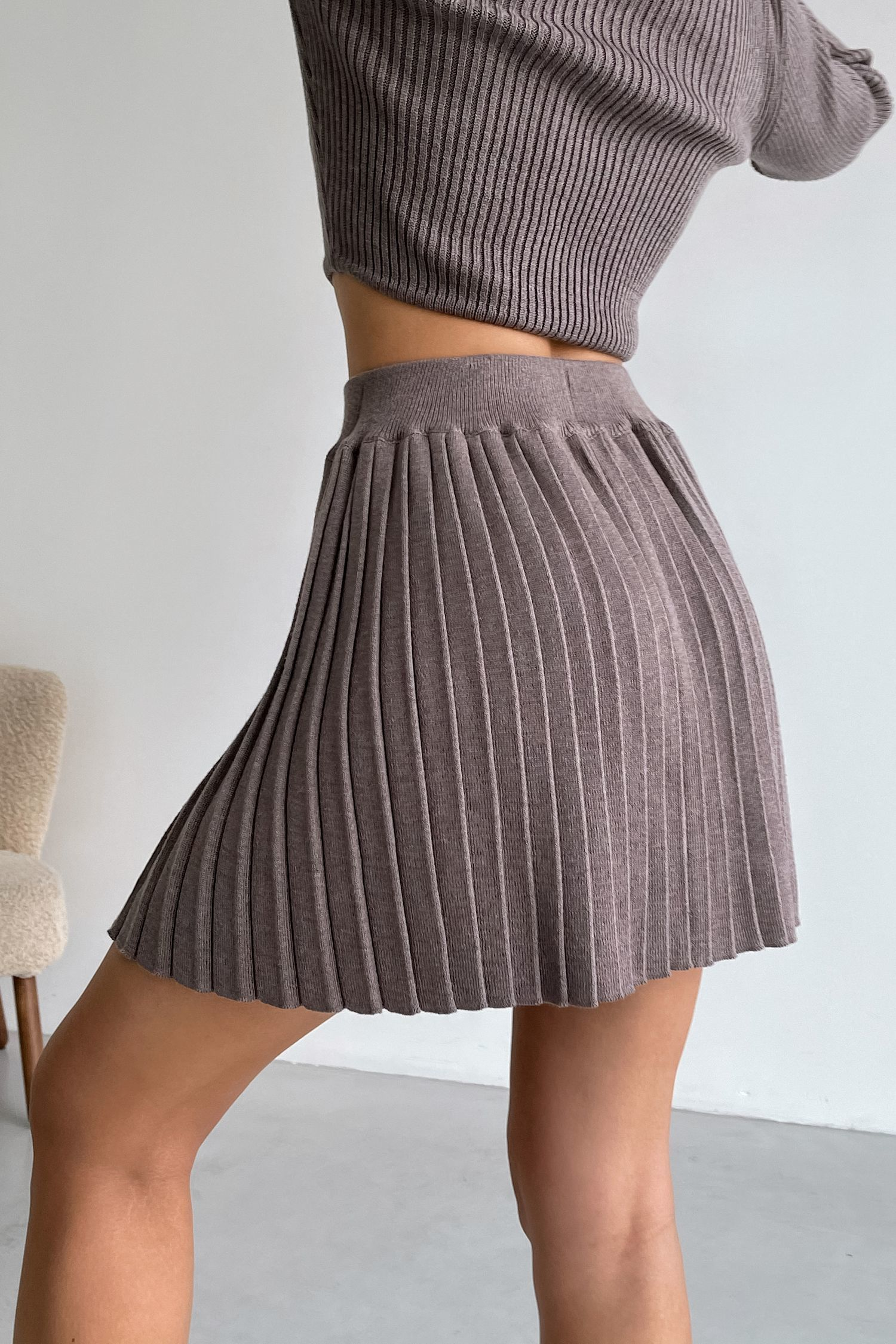 Трикотажная юбка мини плиссе цвета капучино