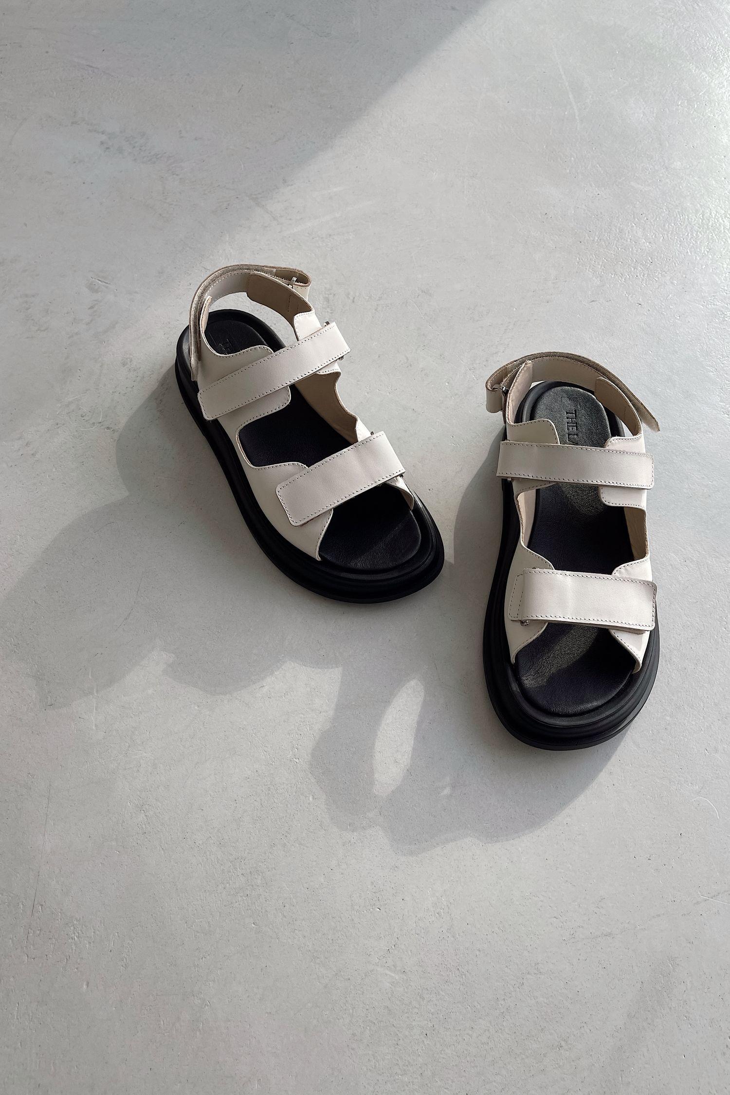 Кожаные сандалии с пряжками кремовые