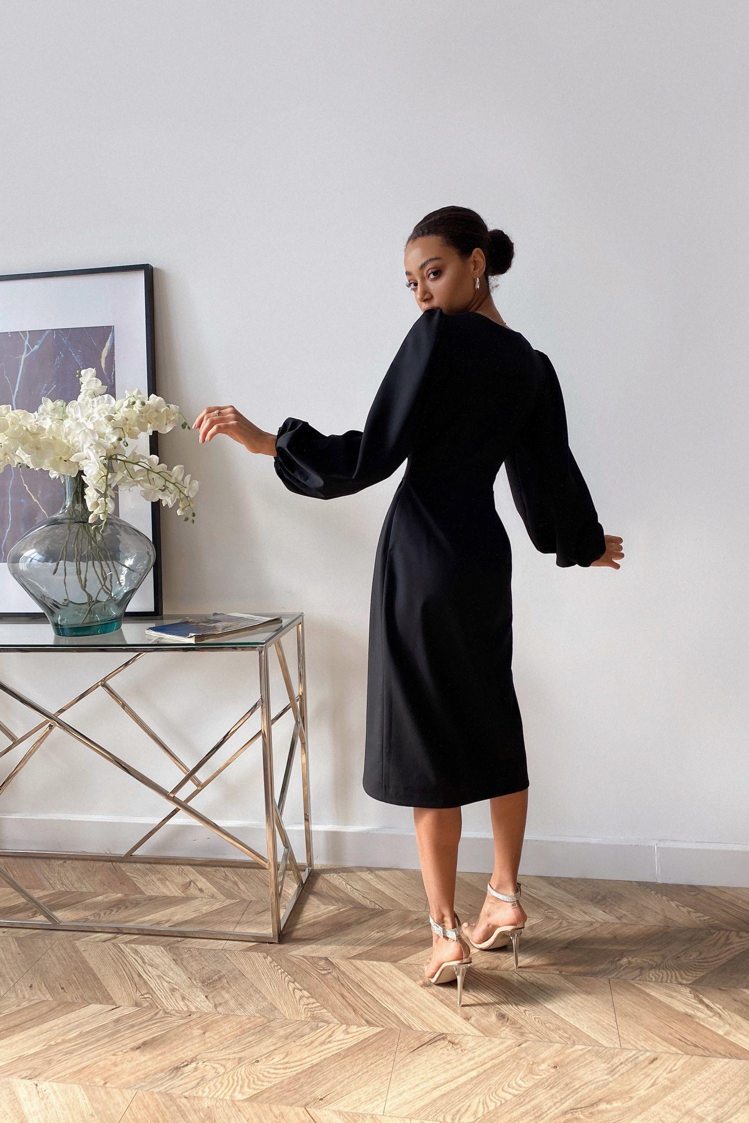 Платье миди с объемным рукавом черное