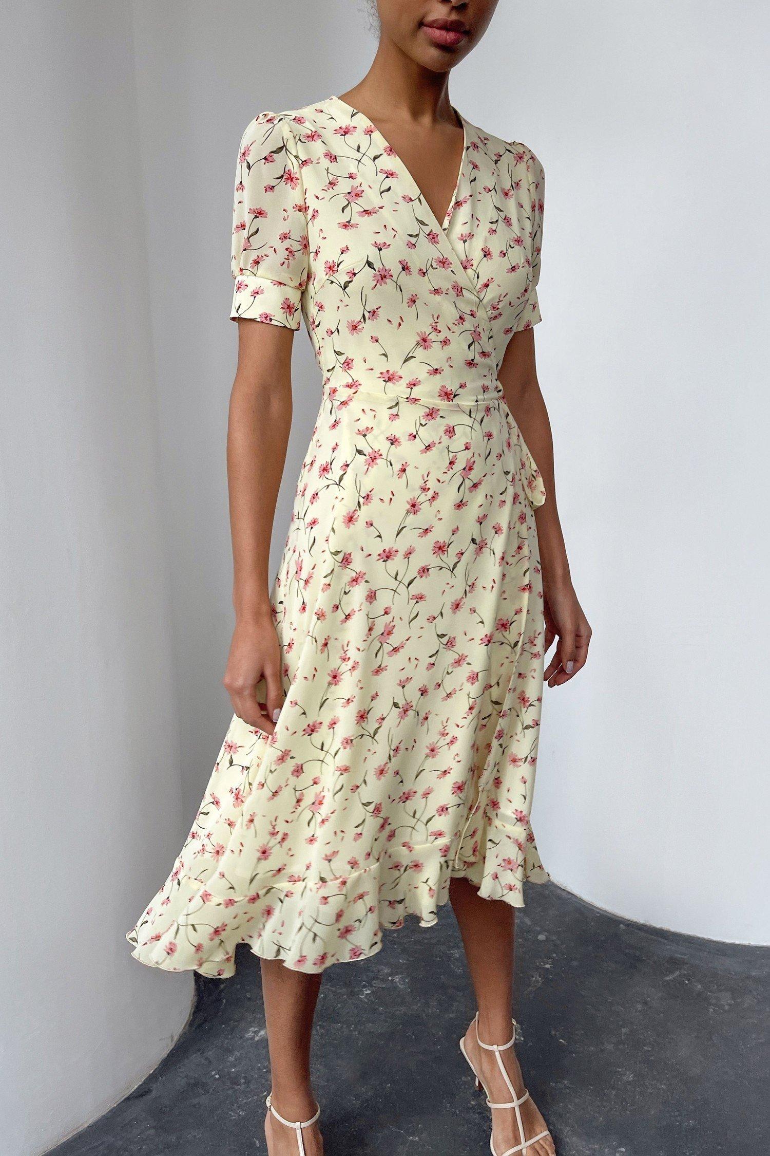 Желтое платье на запах с цветочным принтом - THE LACE