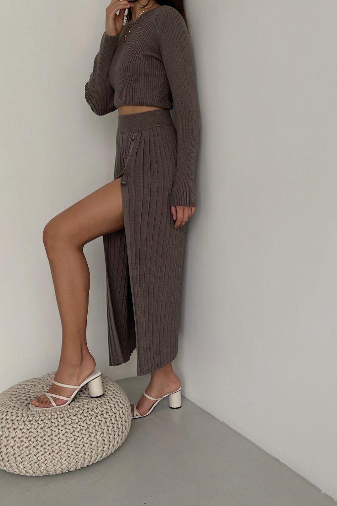 Трикотажная юбка миди с разрезом цвета капучино - THE LACE