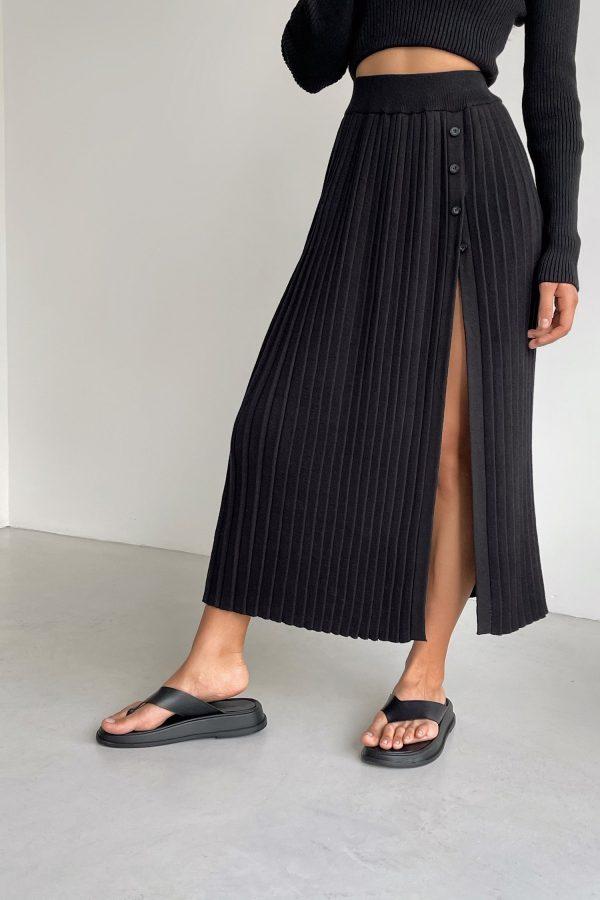Трикотажная юбка миди с разрезом черная - THE LACE