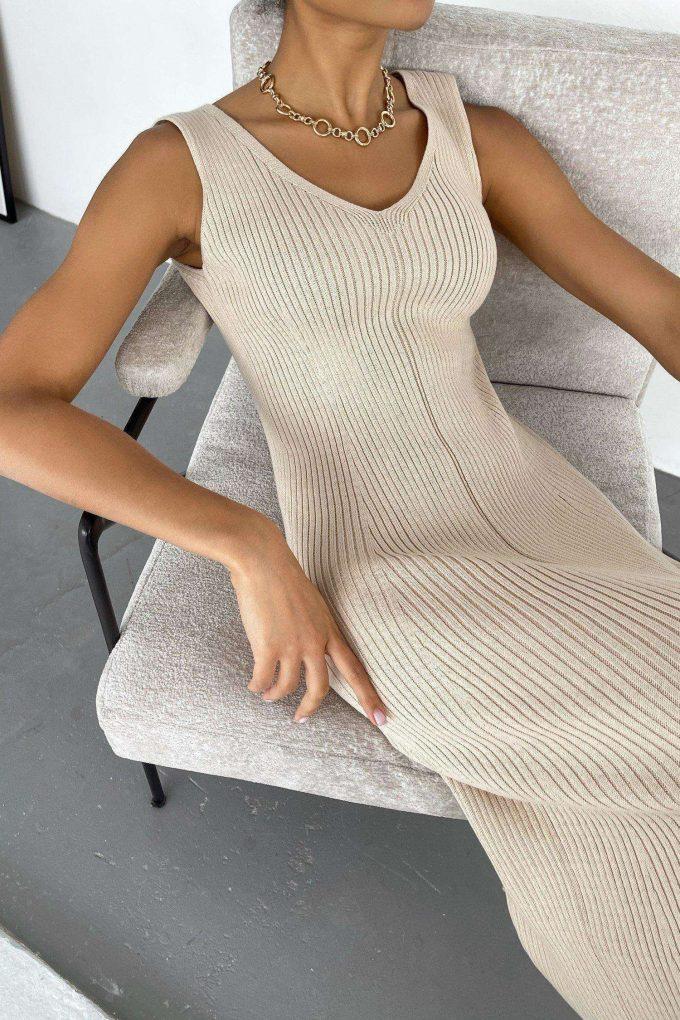 Кремовое трикотажное платье с вырезом - THE LACE