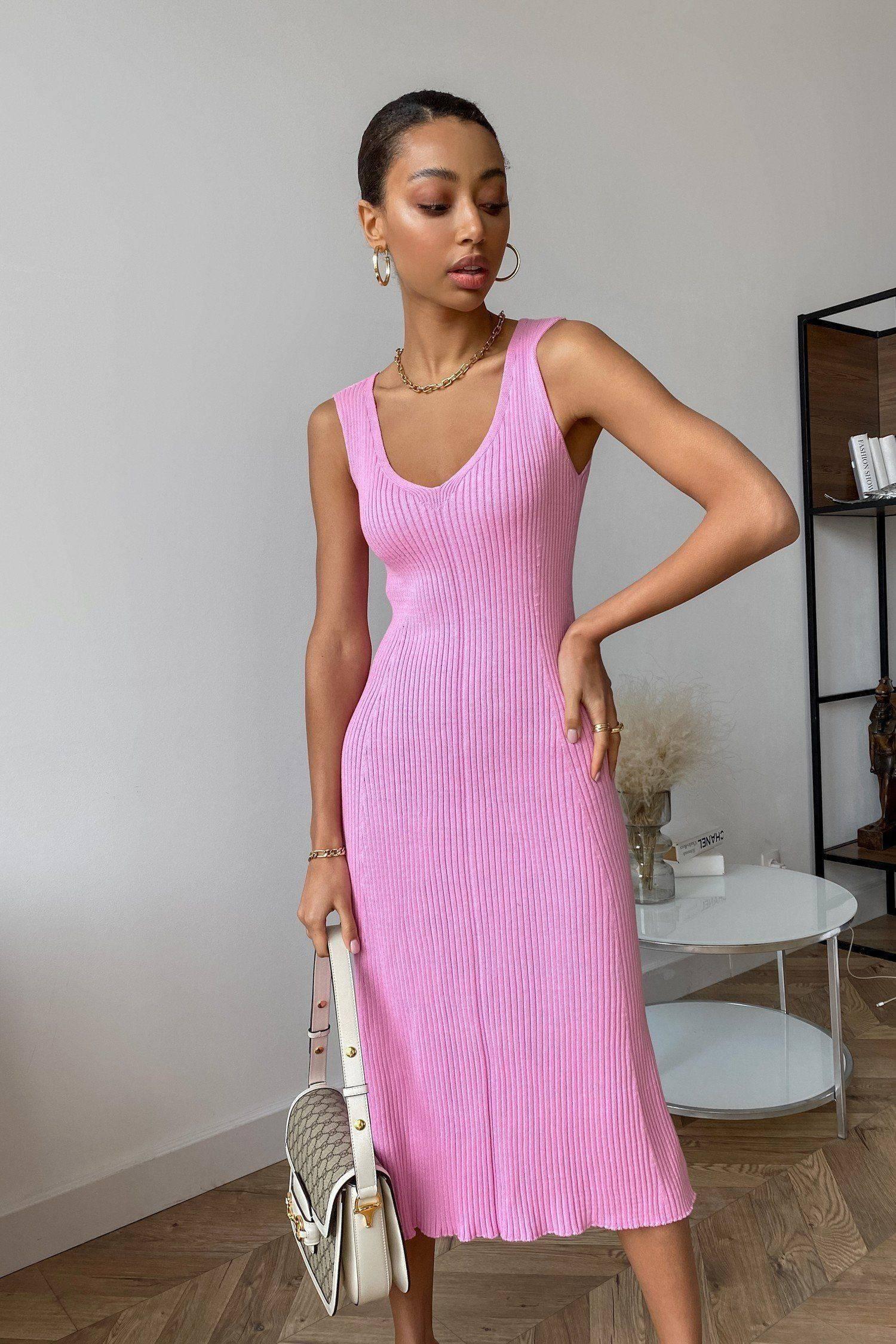 Трикотажное платье миди с вырезом розовое - THE LACE