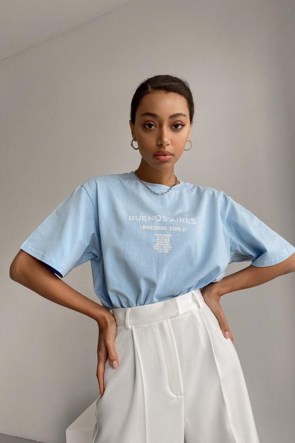 Голубая футболка с принтом - THE LACE