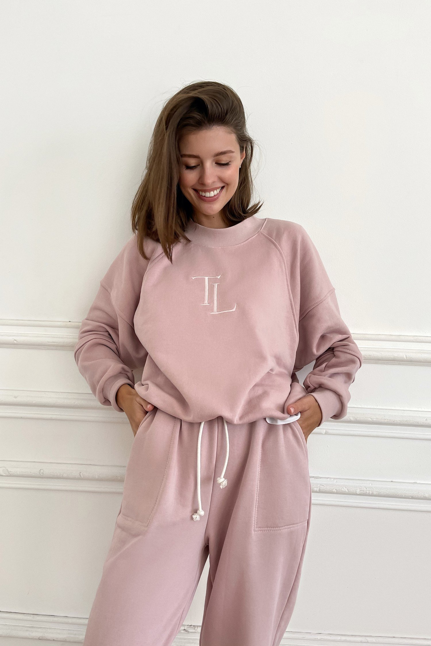 Розовый свитшот с вышивкой - THE LACE