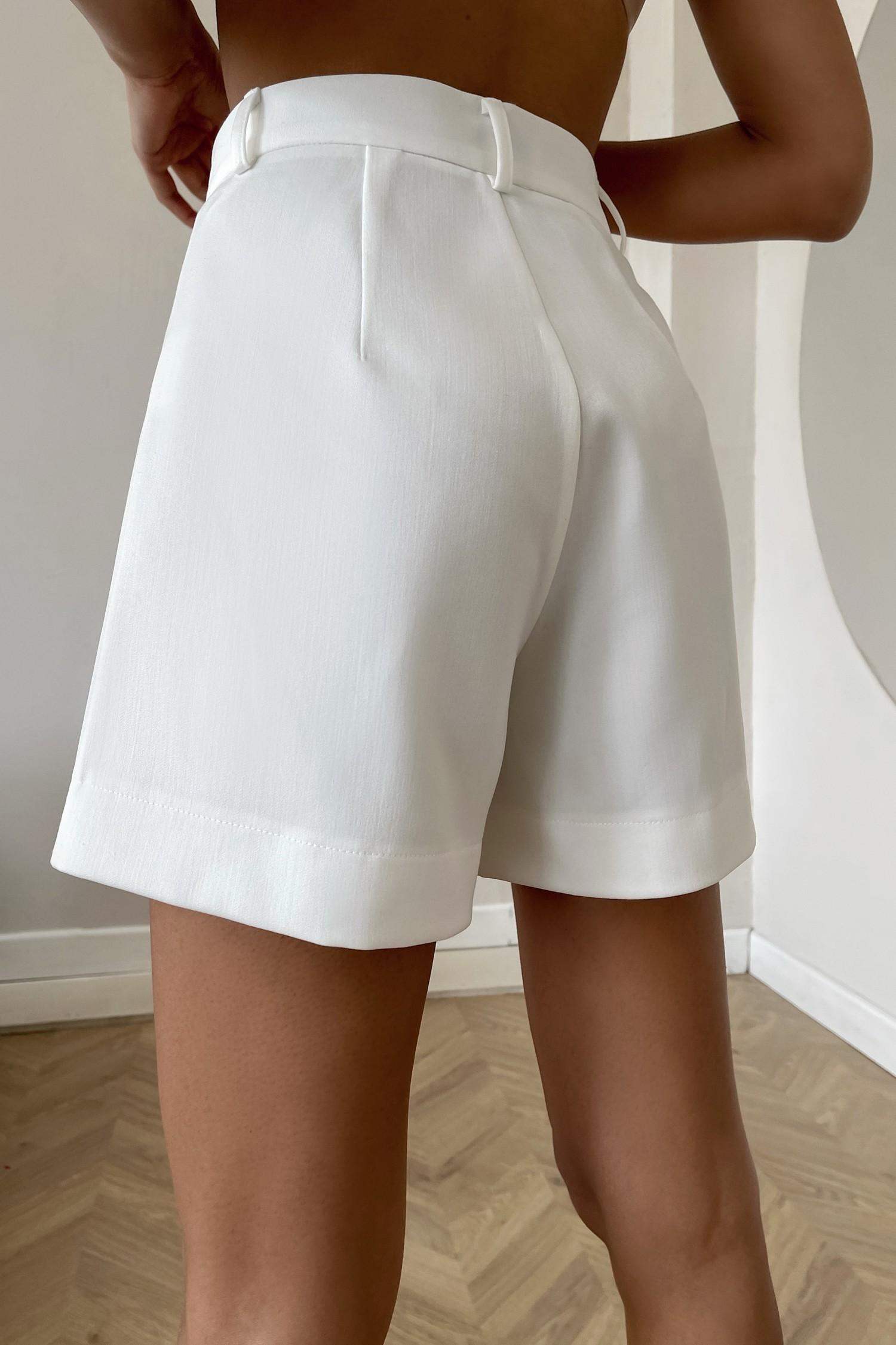 Белые шорты с защипами - THE LACE