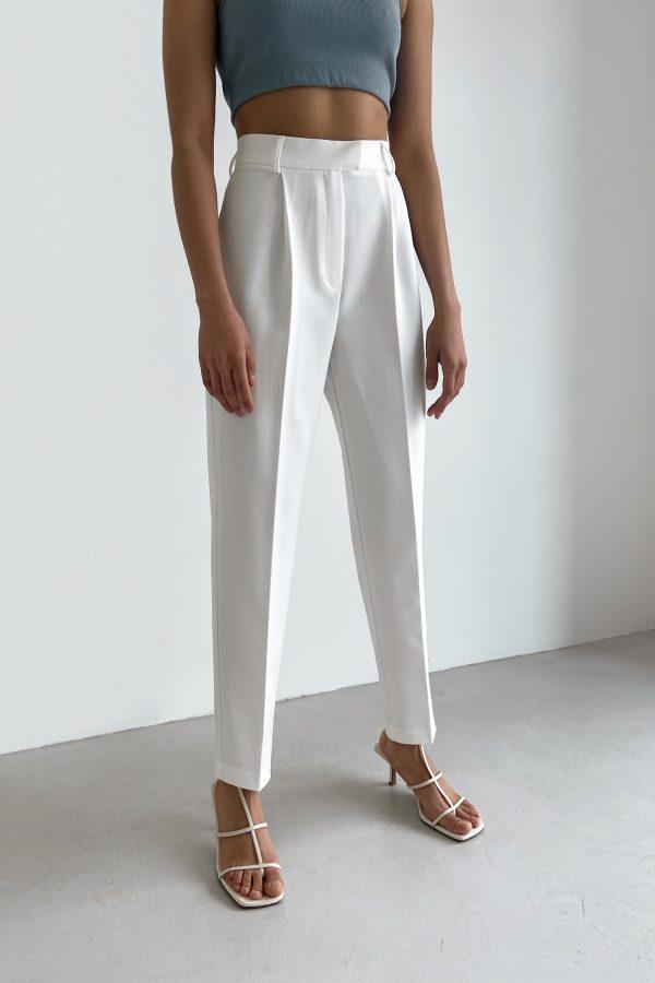 Белые брюки с защипами - THE LACE