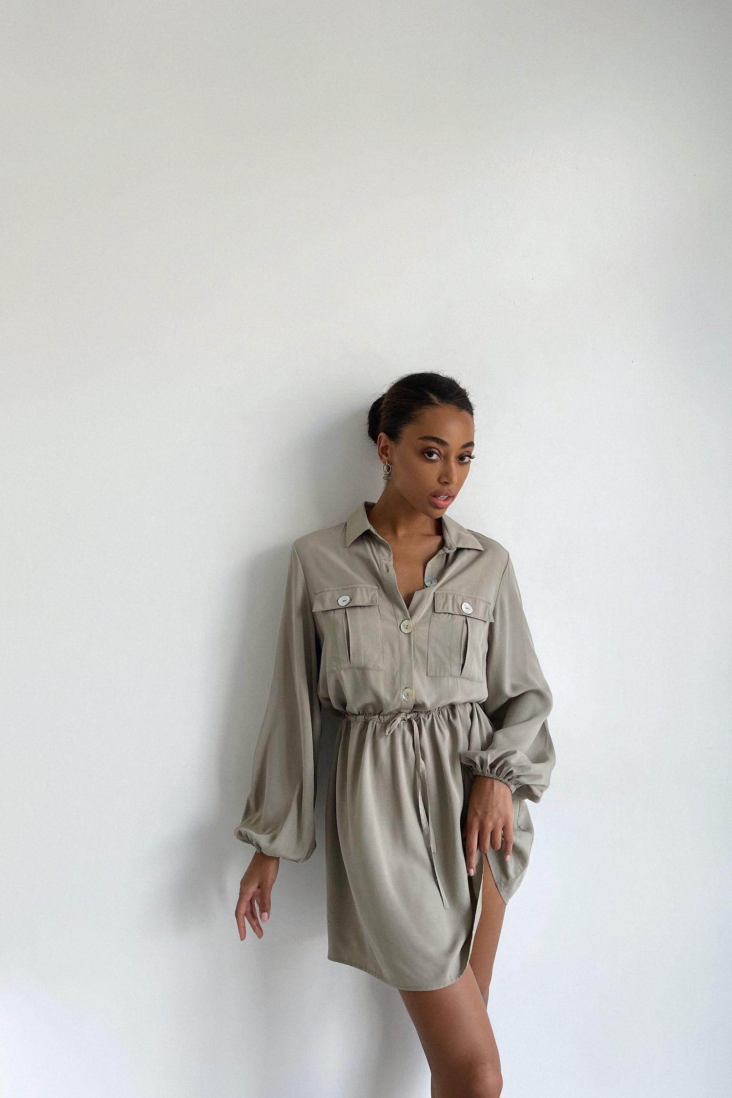 Платье мини с кулиской и карманами оливковое - THE LACE