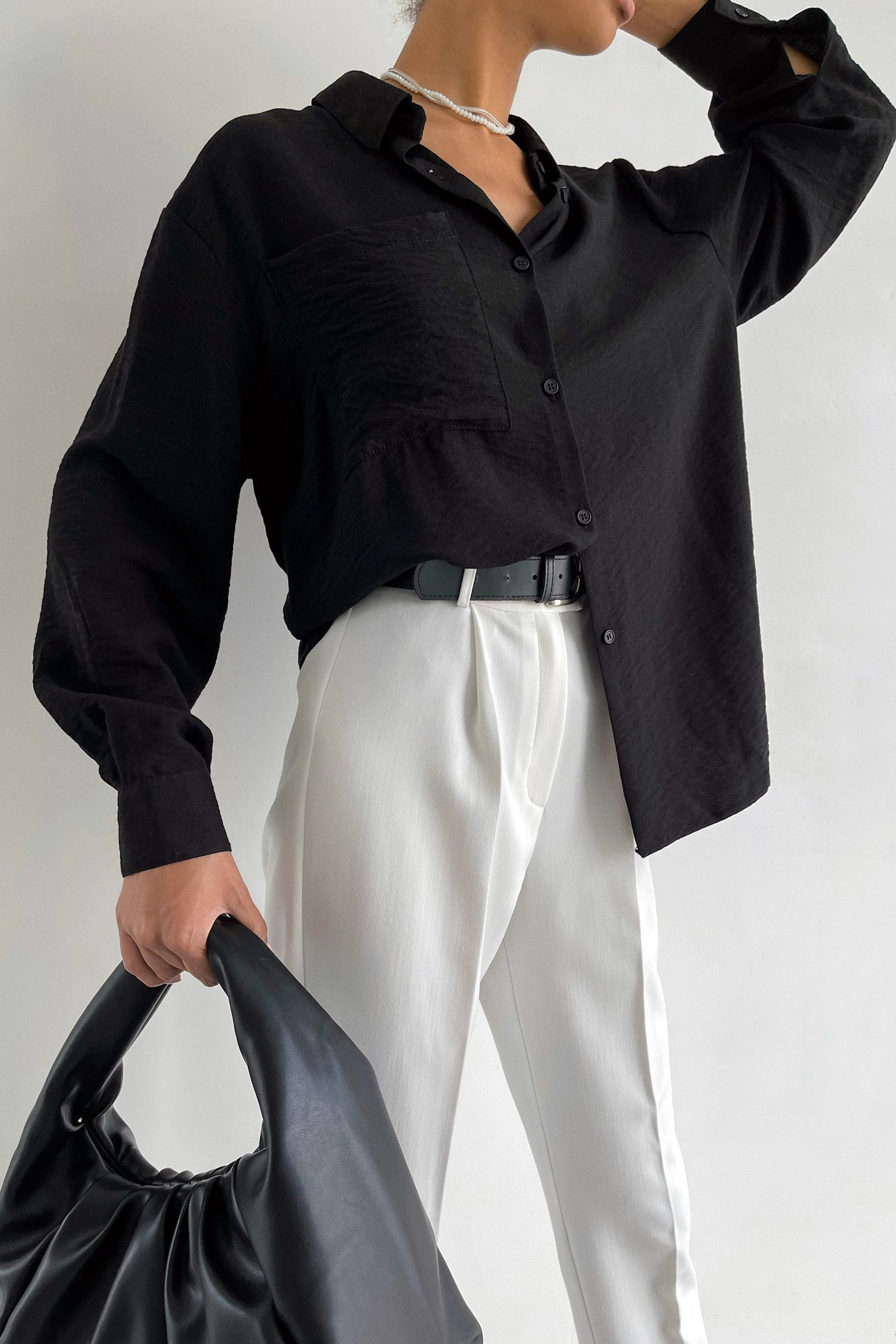 Рубашка с накладным карманом черная - THE LACE