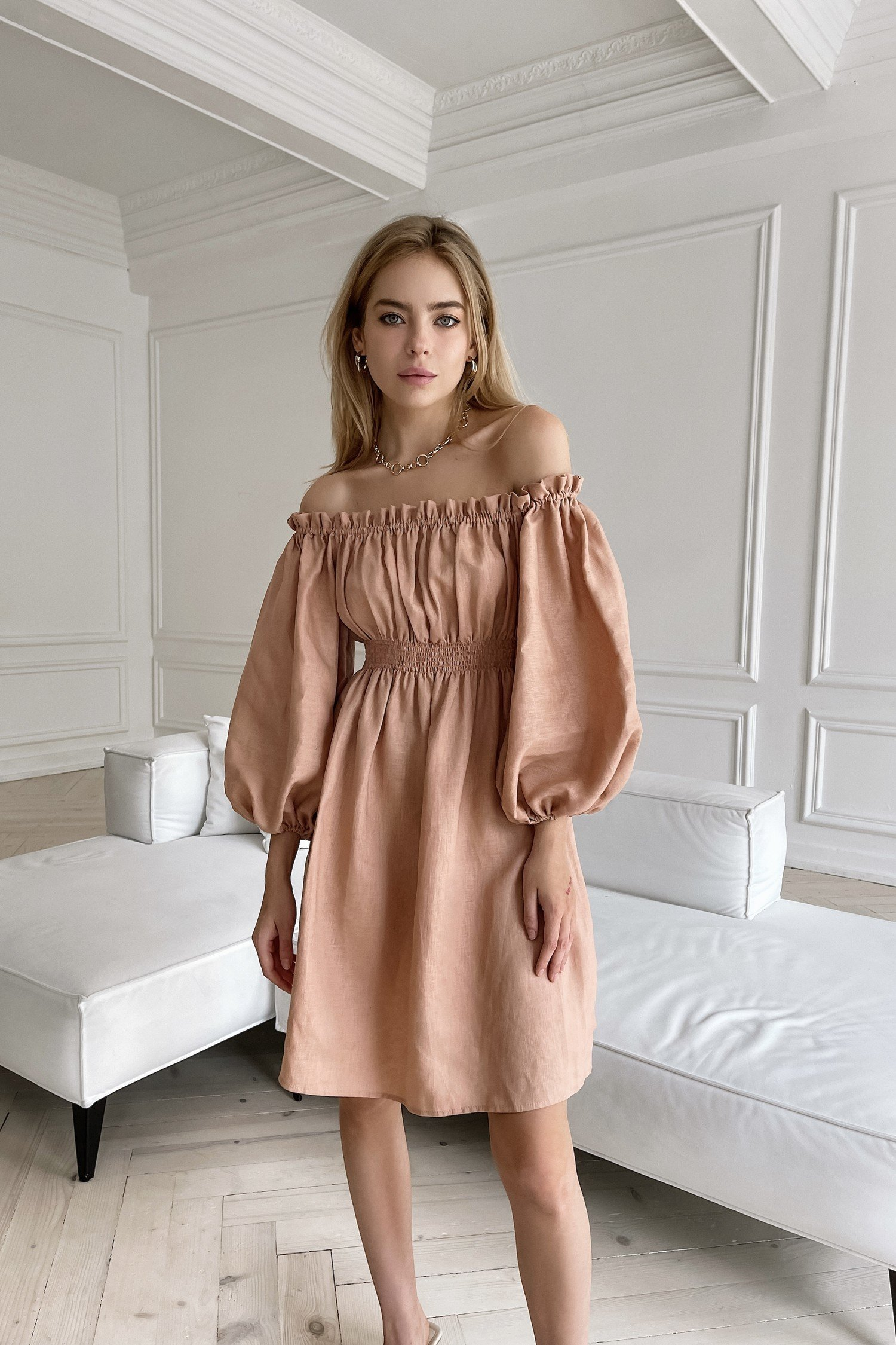 Платье из льна с объемными рукавами пудровое - THE LACE