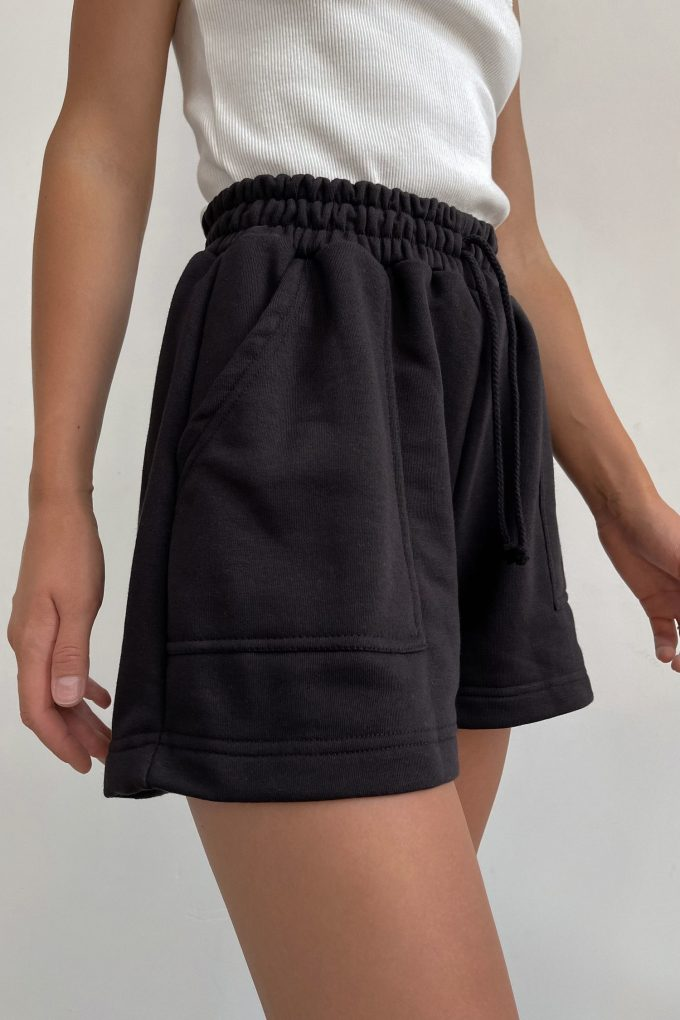 Трикотажные шорты черные - THE LACE