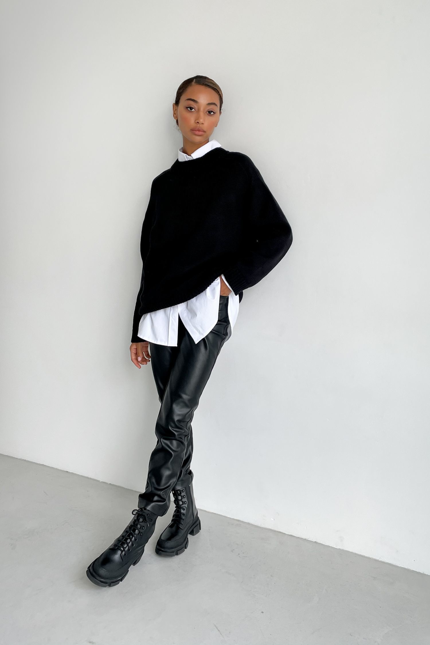 Черный шерстяной свитер прямого кроя - THE LACE