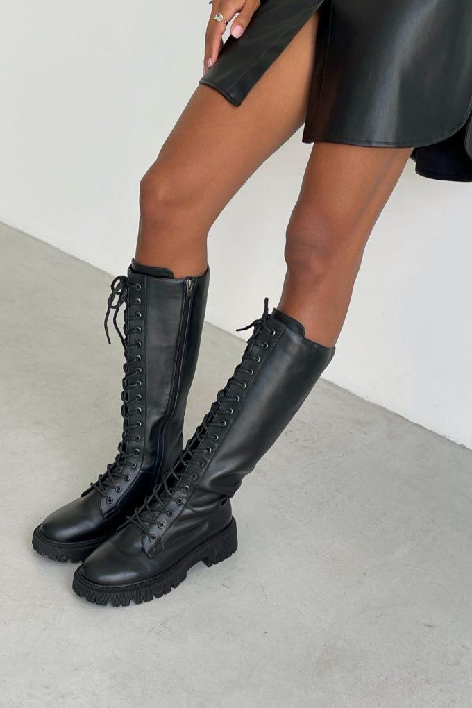 Высокие сапоги на шнуровке черные - THE LACE