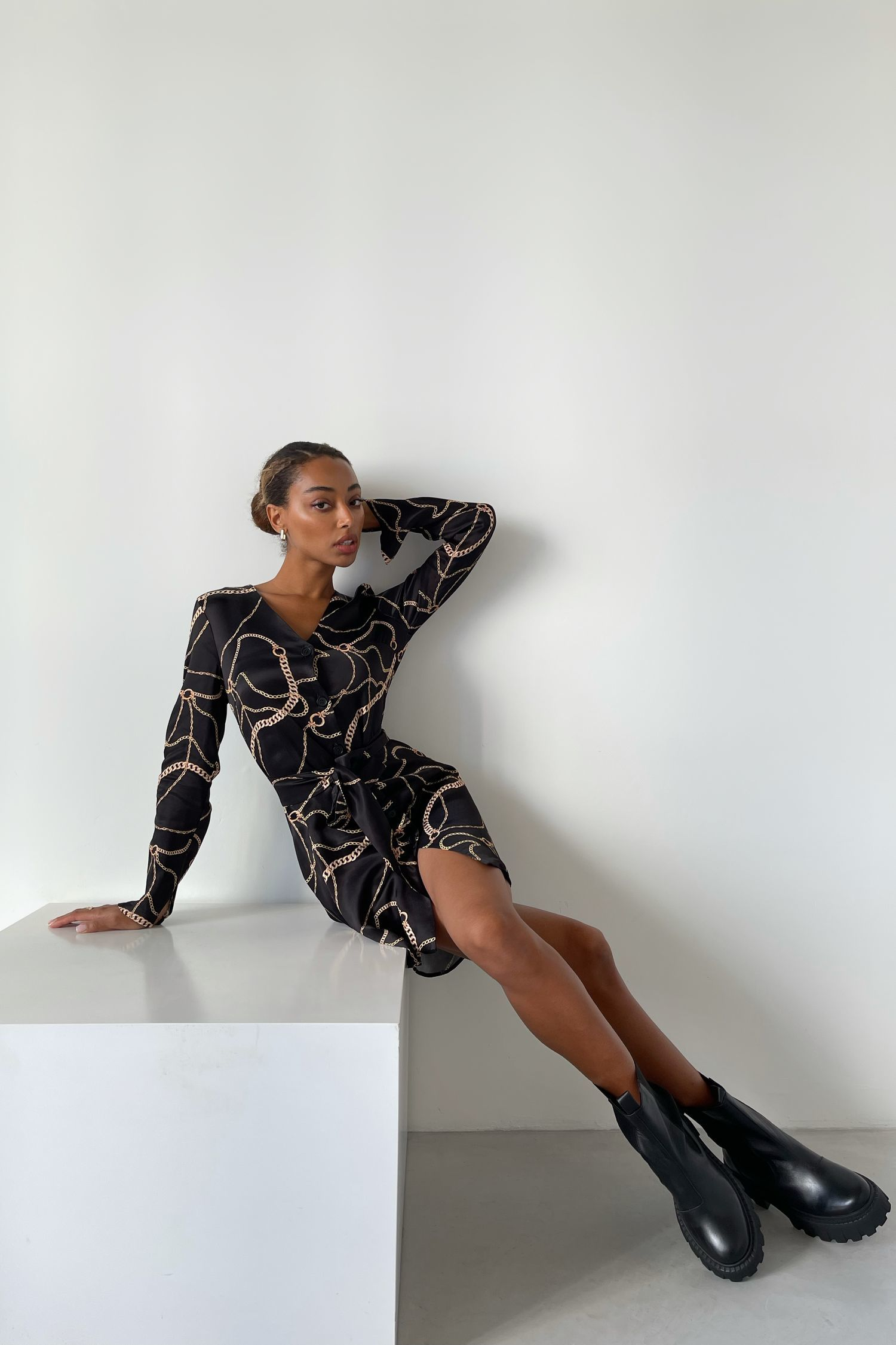 Платье-рубашка с принтом цепи черное - THE LACE