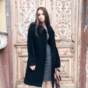 Пальто шерстяное изумрудного цвета